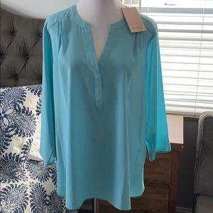 Beautiful blue NYDJ 3/4 sleeve top